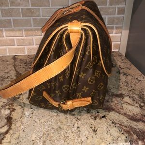 eb854ca11f9e Louis Vuitton Bags - ✅SALE✅DISCONTINUED LV SAUMUR 35 CROSSBODY BAG🍀🍀
